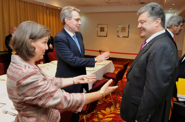US officials Assistant Secretary Nuland and Ambassador to Ukraine Pyatt greet Poroshenko in Warsaw on 4 June 2014
