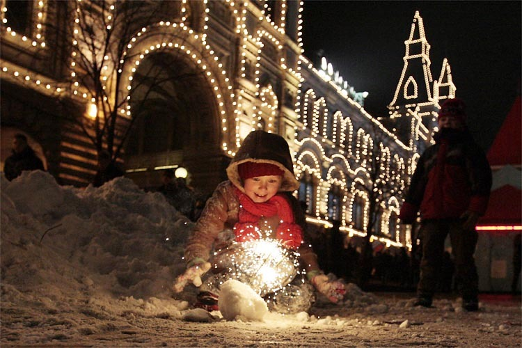 A child plays with sparklers during New Year's celebrations at Red Square in Moscow